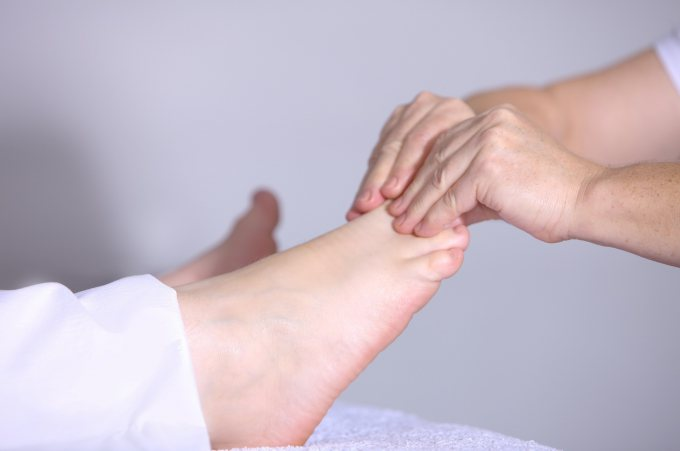 Aesthetic feet massage